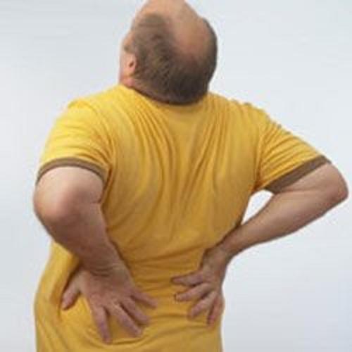 Может из за яичника болеть спина